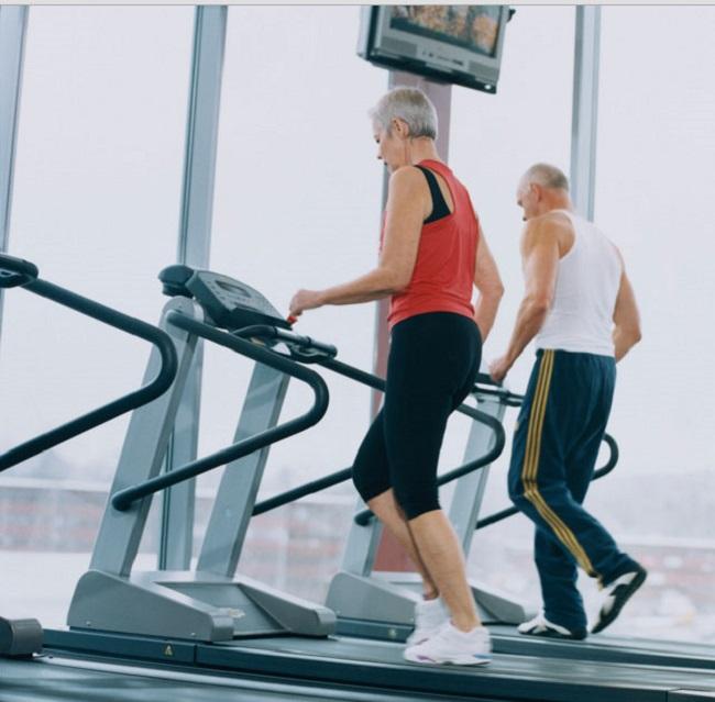 Người cao tuổi có nên đi bộ nhiều không? Những lợi ích của đi bộ là gì?